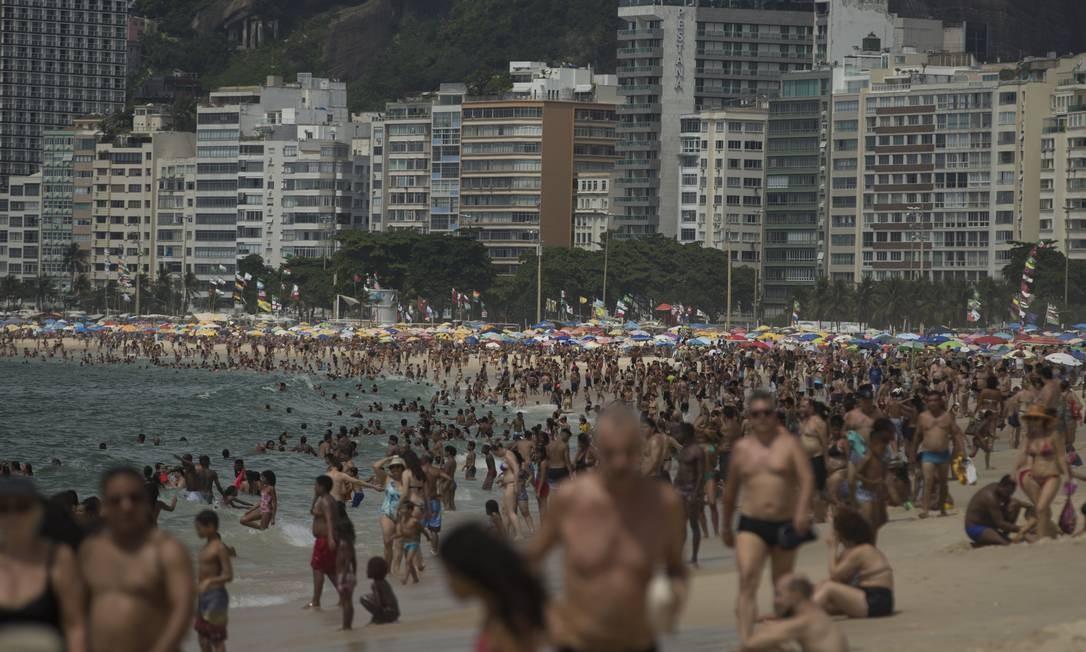 Foto de janeiro deste ano, durante domingo de verão na Praia de Copacabana Foto: Márcia Foletto / Agência O Globo