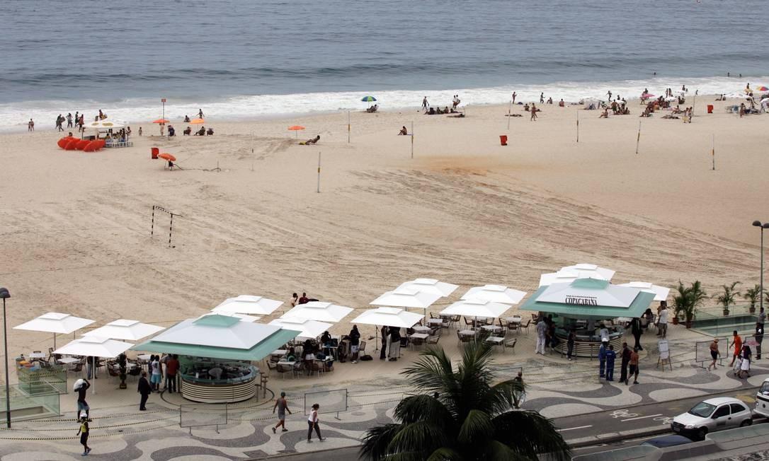 Praia de Copacabana em um dia normal de verão, com sua extensa faixa de areia Foto: Marco Antônio Cavalcanti / Agência O Globo