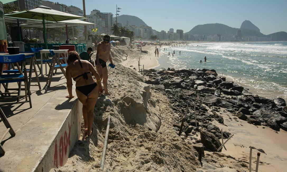 Praia de Copacabana, na altura do Posto 5, em foto registrada nesta quarta-feira (24) Foto: BRENNO CARVALHO / Agência O Globo