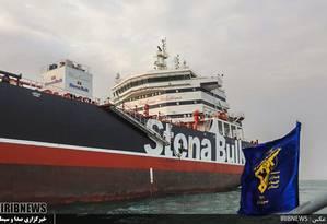 Parado no porto iraniano de Bandar Abbas, a tripulação do Stena Impero aguarda o fim do impasse entre Reino Unido e Irã. Navio foi interceptado na última sexta-feira, quando passava pelo Estreito de Ormuz Foto: HO / AFP