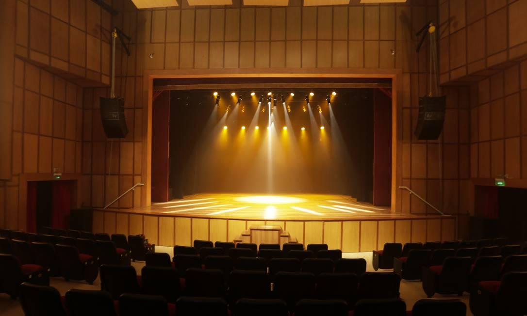 O teatro da Escola Sesc, com 600 lugares, apresenta em média 70 espetáculos por ano Foto: Marcos Ramos / Agência O Globo