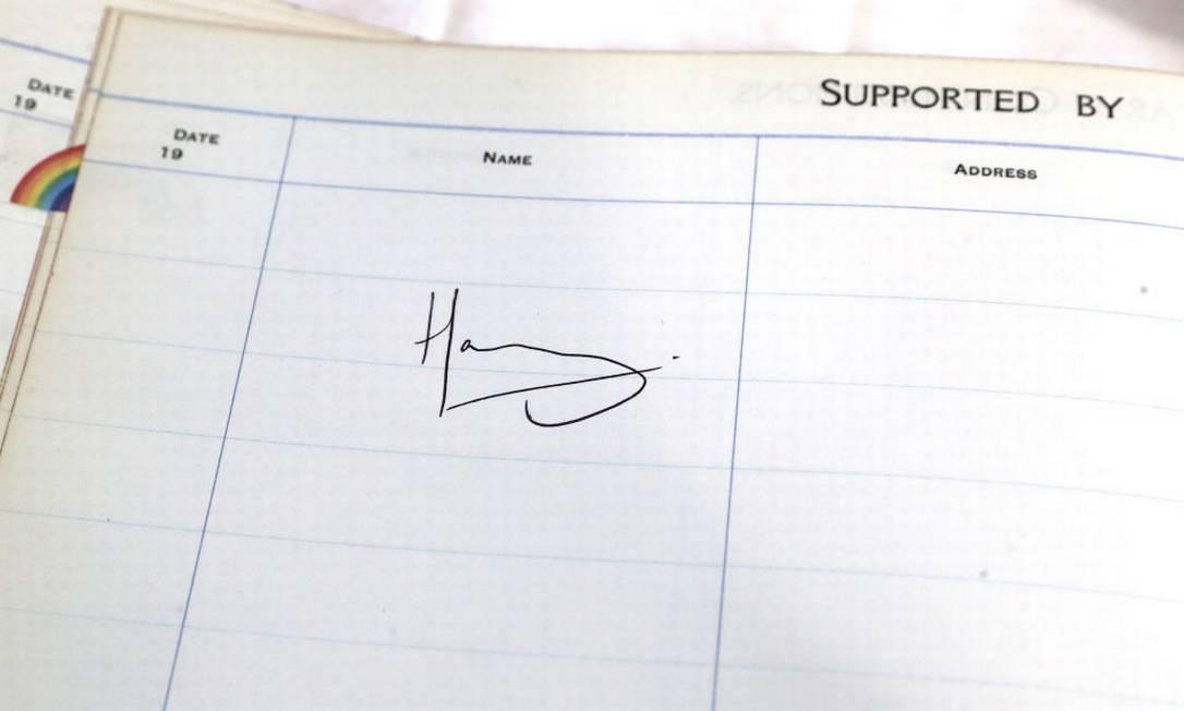 A assinatura de Harry no livro de visitas Foto: Chris Jackson / Getty Images