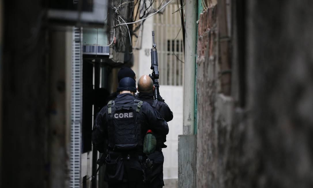 Operação policial em conjunto da PM com a Polícia Civil no Complexo da Maré. Foto: Pablo Jacob / Pablo Jacob