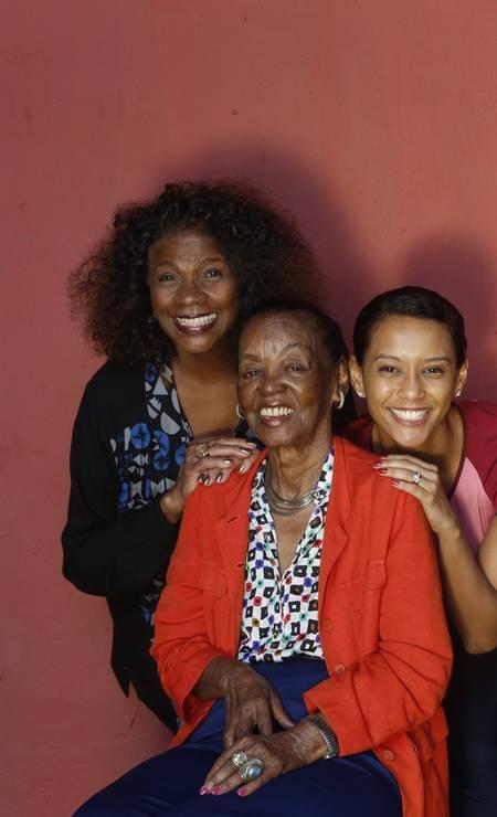 Encontro, em 2013, das atrizes Zezé Motta, Ruth de Souza e Thaís Araújo: tres gerações na TV brasileira Foto: Ana Branco / Agência O Globo