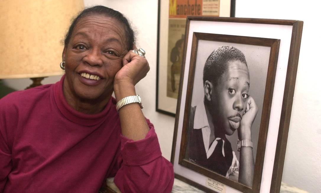 Ruth de Souza, em 2001, quando completou 80 anos Foto: Léo Pinheiro / Agência O Globo