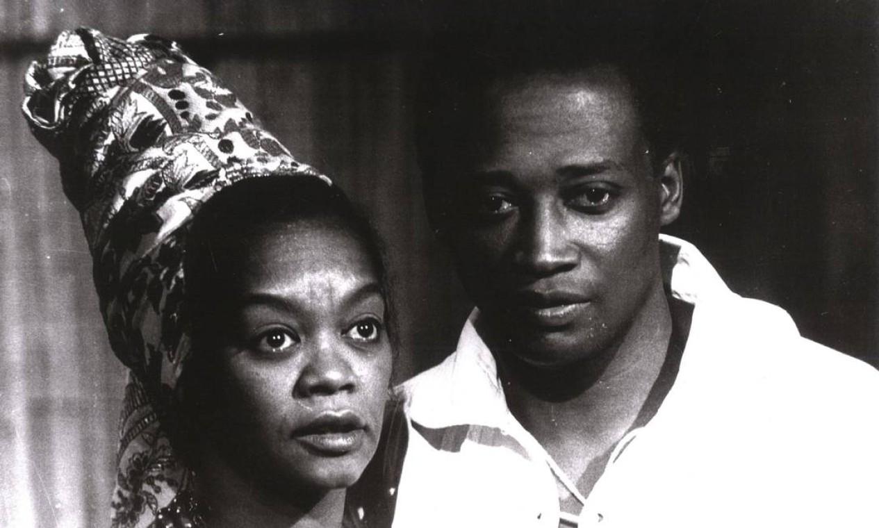 """Ruth de Souza e Jorge Coutinho, na novela """"Passo dos Ventos"""", de 1968 Foto:"""