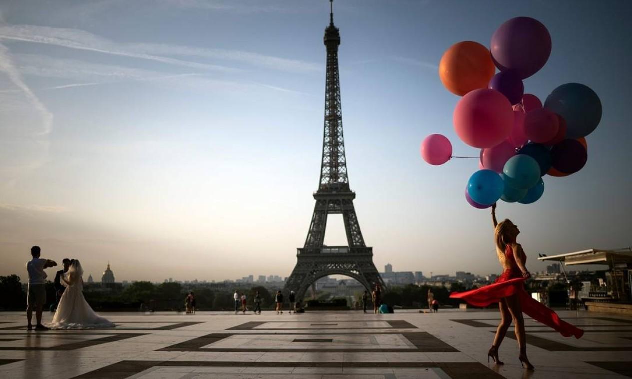 A torre serve de pano de fundo para muitos ensaios fotográficos Foto: LIONEL BONAVENTURE / AFP