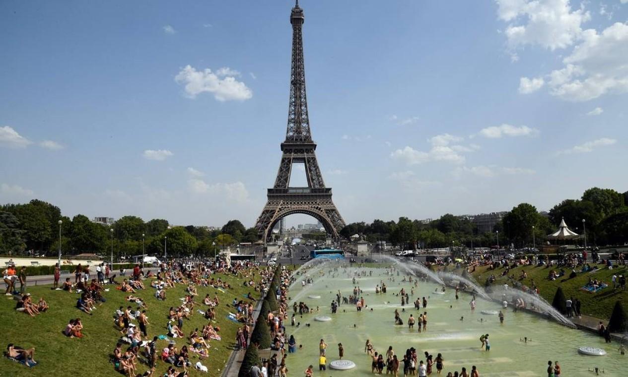 A Torre Eiffel e os jardins do Trocadéro Foto: BERTRAND GUAY / AFP