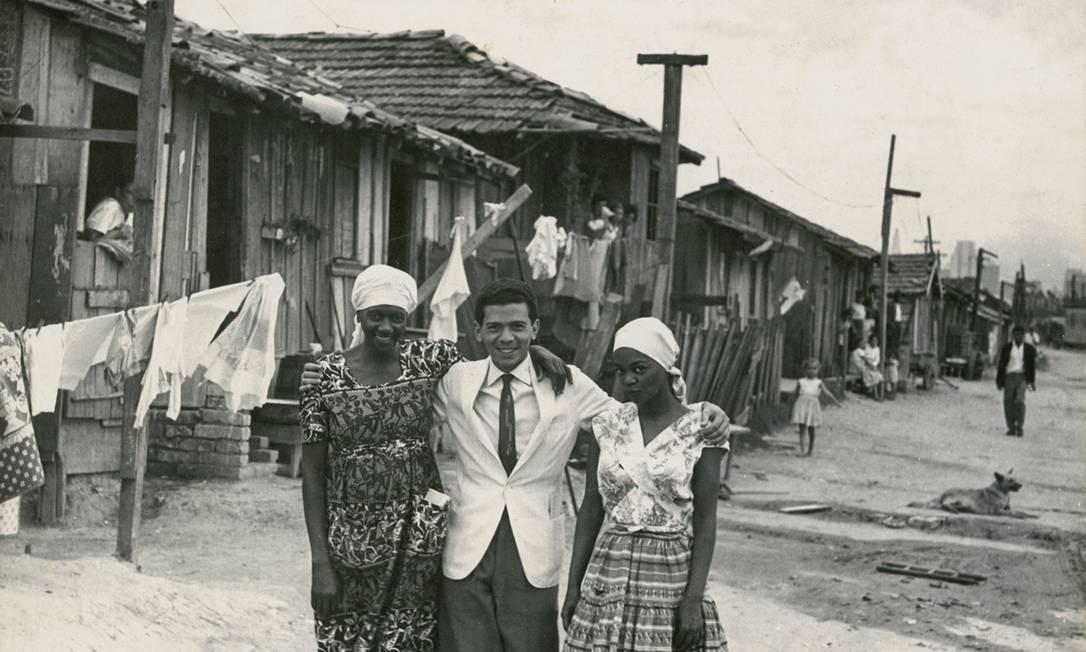 Carolina Maria de Jesus, Audálio Dantas e Ruth de Souza na Favela do Canindé, em 1961