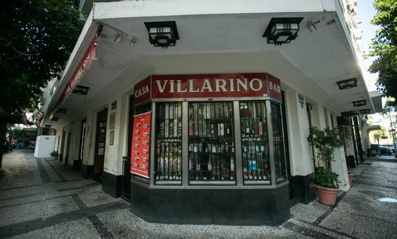 Vitrine de bebidas à venda na fachada da Casa Villarino, na Avenida Calógeras Foto: Brenno Carvalho em 22/07/2019 / Agência O Globo