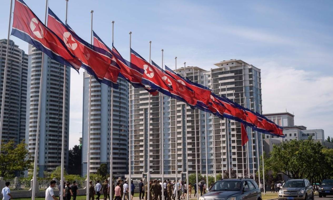 Sanções econômicas impostas pelos EUA não impediram que Kim Jong-un desenvolva o arsenal que deu origem ao confronto com os EUA Foto: KIM WON JIN / AFP