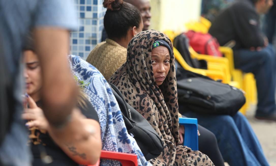 De acordo com o coordenador da feira, Paulo Vasconcelos, a grande maioria está desempregada há mais de um ano Foto: Fabiano Rocha / Agência O Globo