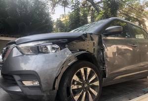 O carro de Maura teve a lateral destruída após a médica ser baleada Foto: Matheus Maciel / Agência O Globo