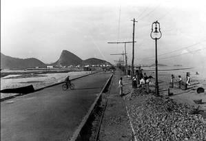 Em 1919. Obras de pavimentação na Delfim Moreira Foto: Augusto Malta/Acervo Arquivo Geral da Cidade do Rio de Janeiro