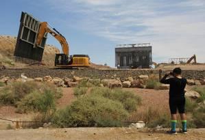 A construção do muro na fronteira EUA - México é uma das principais promessas de campanha de Donald Trump, mas enfrenta pesada oposição dentro e fora dos EUA Foto: HERIKA MARTINEZ / AFP
