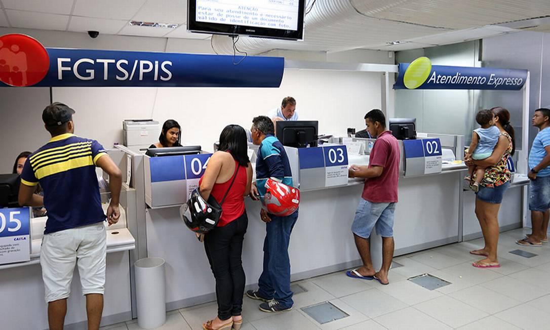 Saque FGTS Foto: Ana Nascimento / Agência O Globo