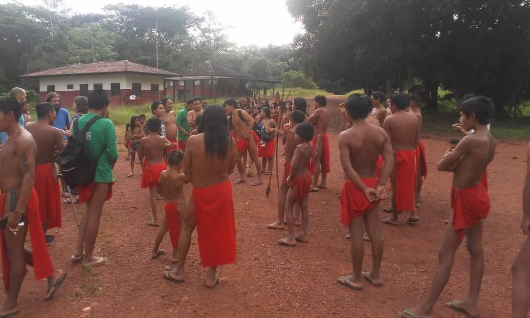 Indígenas que fugiram para aldeia vizinha para se proteger da invasão à demarcação dos dos Waiãpi, no Amapá Foto: Reprodução/27-7-2018