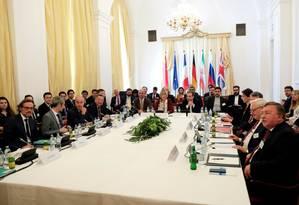 Representantes de países signatários do acordo nuclear de 2015 participam de reunião Foto: LEONHARD FOEGER / REUTERS