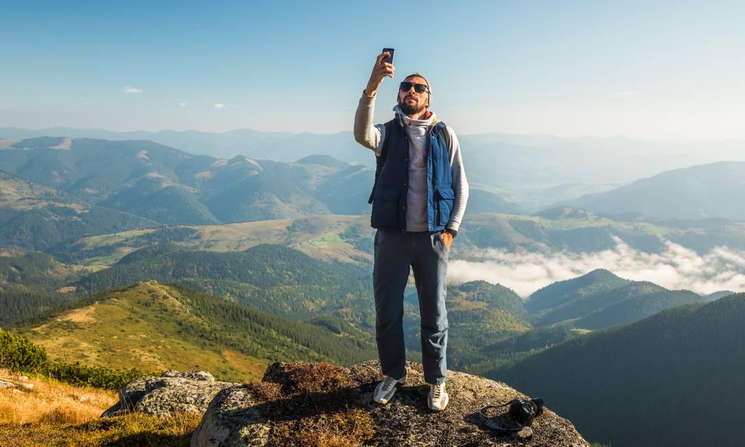 Selfie no topo da montanha Foto: Anton Petrus / Getty Images
