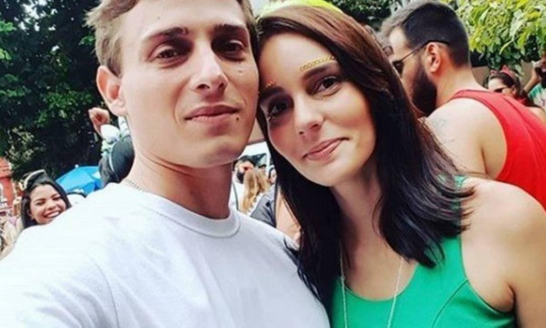 João Napoli e a noiva Caroline Moutinho Foto: Reprodução