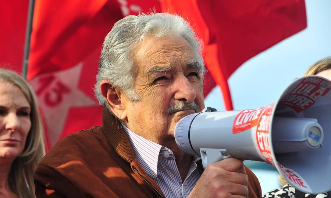 O ex-presidente do Uruguai José Mujica antes de visitar Lula na Superintência da Polícia Federal em Curitiba, em junho de 2018 Foto: Código 19 / Agência O Globo / Agência O Globo