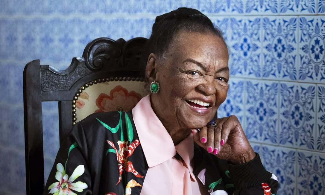 A atriz Ruth de Souza em 2018, posando para retrato durante uma entrevista ao GLOBO Foto: Leo Martins / Agência O Globo