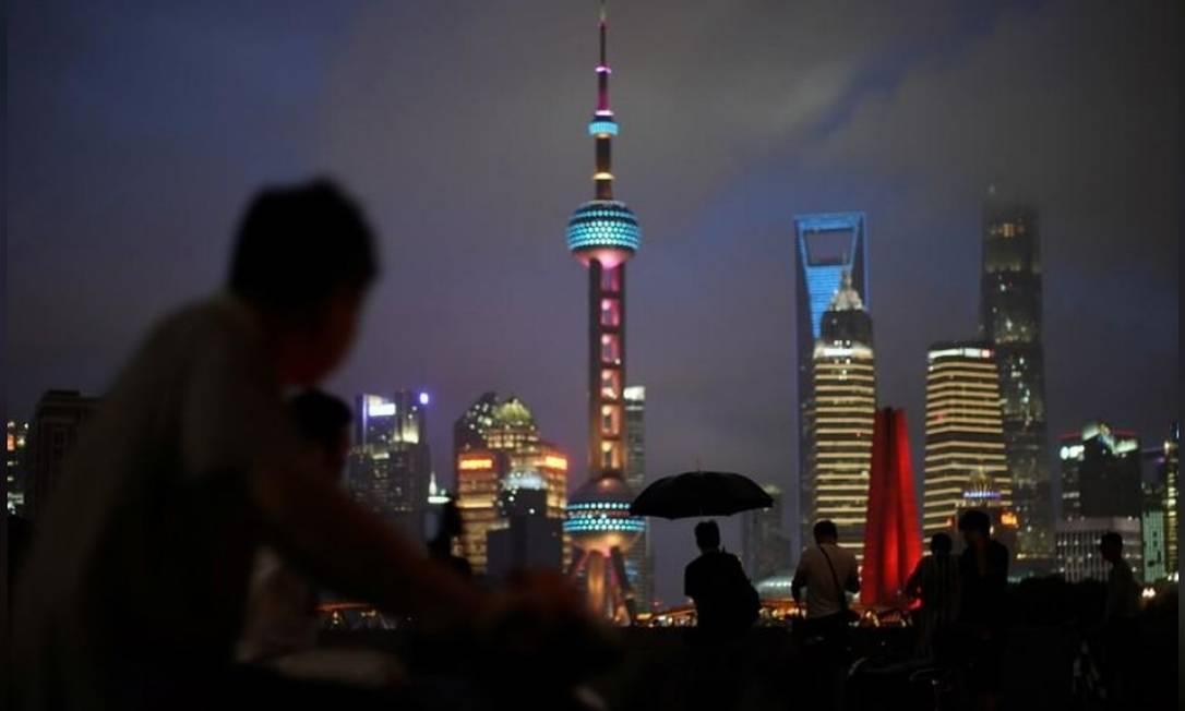 Vista do distrito financeiro de Xangai, onde representantes dos EUA e China voltam a se reunir para nova rodada de negociações Foto: Reuters