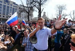 O líder opositor russo Alexei Navalny, em protesto anti-Putin não autorizado, em 2018 Foto: KIRILL KUDRYAVTSEV / AFP - 05/05/2018