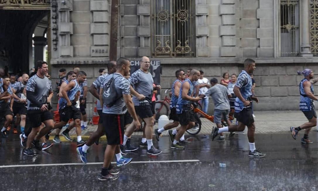 Witzel participa da corrida Sangue e Vitória, junto com PMs do Batalhão de Polícia de Choque, em 28 de julho Foto: Reprodução