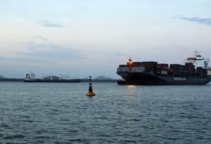 Navio Bavand, ancorado no porto de Paranaguá Foto: HEULER ANDREY / AFP