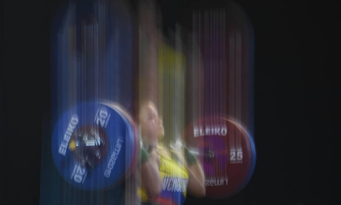 A venezuelana Anyelin Venegas disputa o evento feminino de 59 kg do Halterofilismo durante os Jogos Pan-Americanos, em. A colombiana Maria Lobon conquistou a medalha de ouro Foto: PEDRO PARDO / AFP