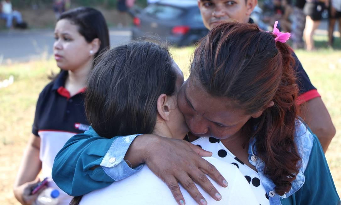 Familiares esperam por notícias na porta do Centro de Recuperação Regional de Altamira, no Pará Foto: Vitor Danilo