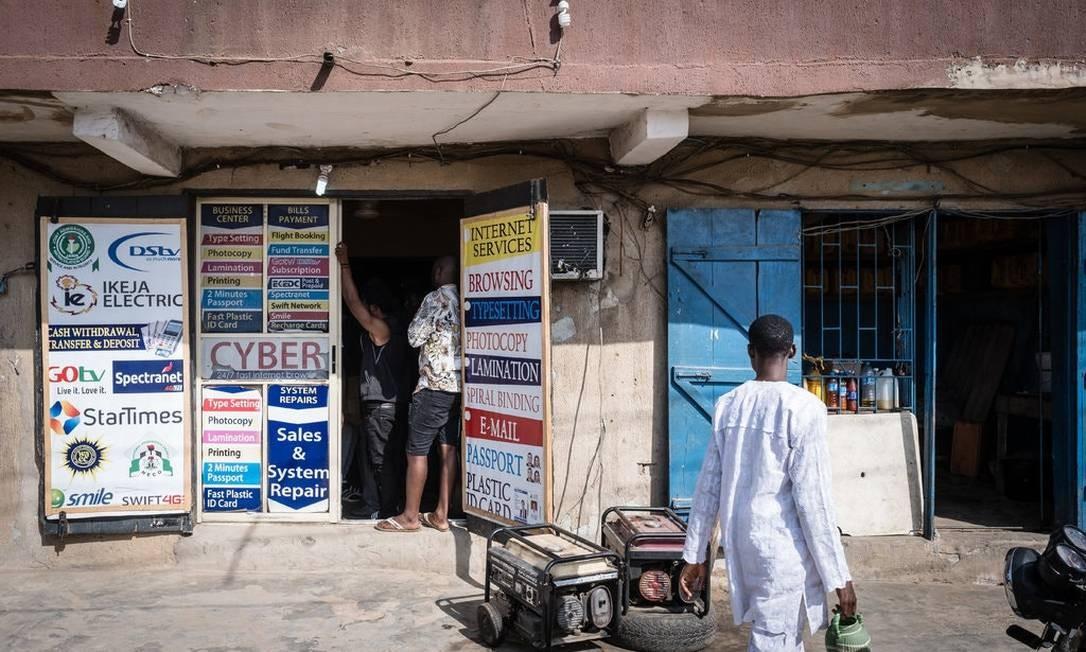 Muitos dos garotos do Yahoo operam a partir de cibercafés na Nigéria Foto: The New York Times