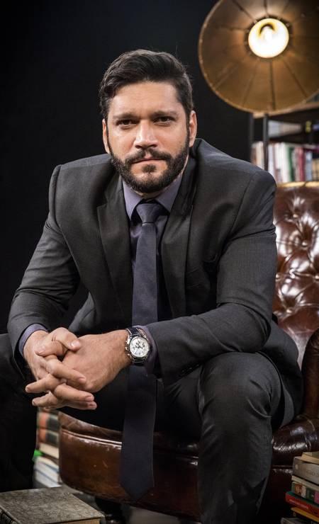 Diogo (Armando Babaioff) é um advogado inescrupuloso, que é genro de Alberto. Pretende crescer profissionalmente e quer vender a editora Prado Monteiro. Foto: VICTOR POLLAK / Divulgação