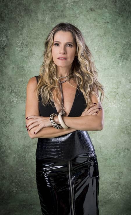 Silvana Nolasco (Ingrid Guimarães) é uma atriz extravagante. É egocêntrica e adora estar nas colunas de fofoca. Foto: Raquel Cunha / Divulgação
