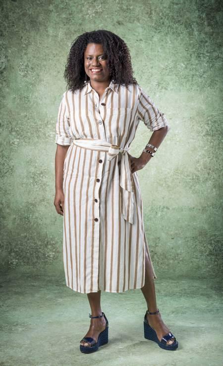 Glaucia (Shirley Cruz) é diretora da editora e fã de Silvana, que vai ganhar uma biografia. Foto: Raquel Cunha / Divulgação