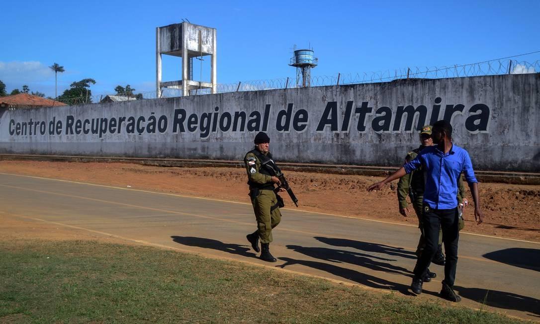 Policial patrulha arredores de presídio de Altamira, no Pará Foto: BRUNO SANTOS 29-06-2019 / AFP