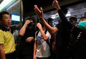 Manifestantes protestam em estações de trem e causam caos em Hong Kong Foto: TYRONE SIU / REUTERS