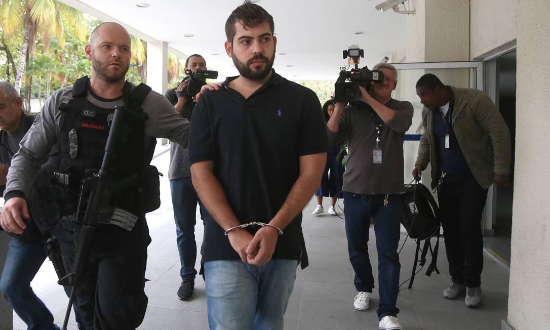 Bruno Campos Selem chega à Cidade da Polícia após prisão pela Operação Catarata Foto: Fabiano Rocha / Agência O Globo