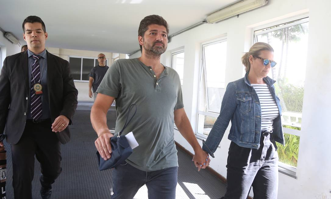O casal Flávio Salomão Chadu e Marcelle Braga Chadu foi detido na ação policial Foto: Fabiano Rocha / Agência O Globo