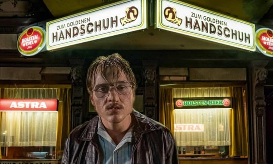 O serial killer Fritz Honka, como interpretado por Jonas Dassler no filme 'O Bar Luva Dourada' Foto: Divulgação