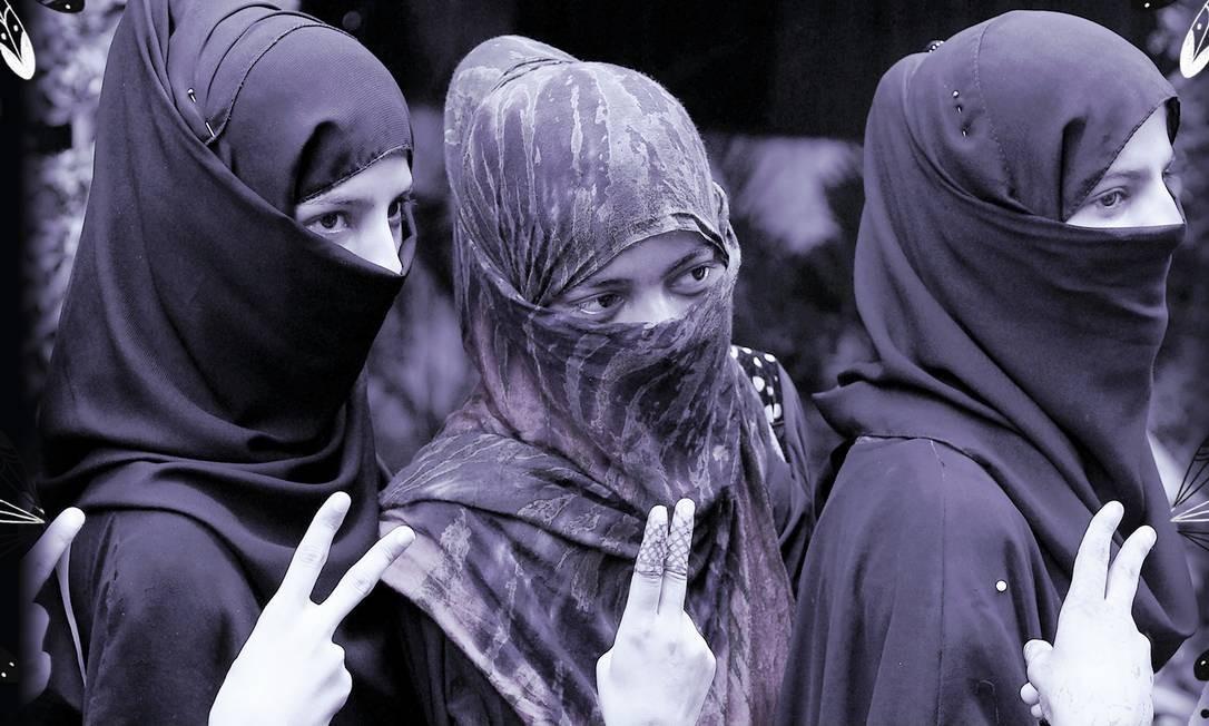 """Mulheres muçulmanas posam comemorando a aprovação do projeto de lei que impede o """"triplo talaq Foto: SAJJAD HUSSAIN/AFP"""