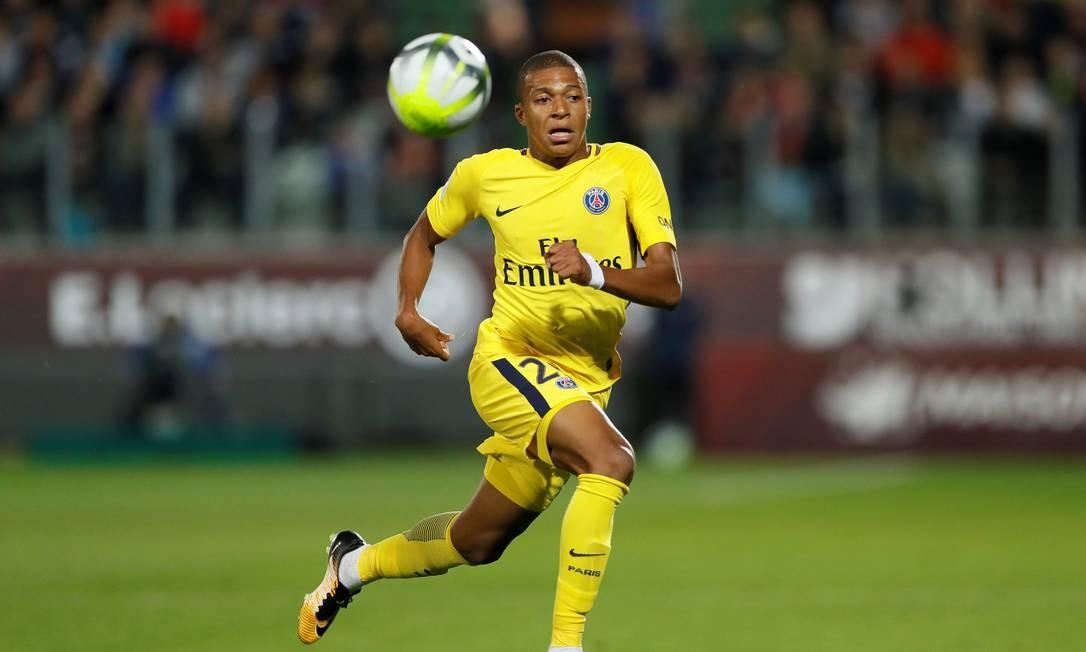 O ponta do PSG Kylian Mbappé, também disputa o título de melhor do mundo Foto: GONZALO FUENTES / Reuters