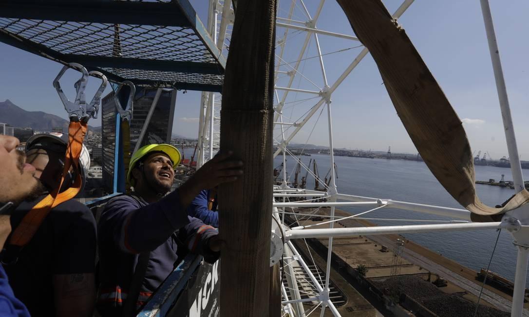 Após a inauguração, além do impacto indireto na economia, a roda-gigante representará 70 novos empregos diretos na região. Foto: Custódio Coimbra / Agência O Globo