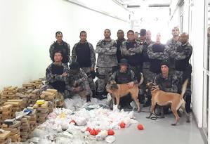 Cerca de duas toneladas de drogas foram apreendidas, segunda a PM Foto: Divulgação/Polícia Civil