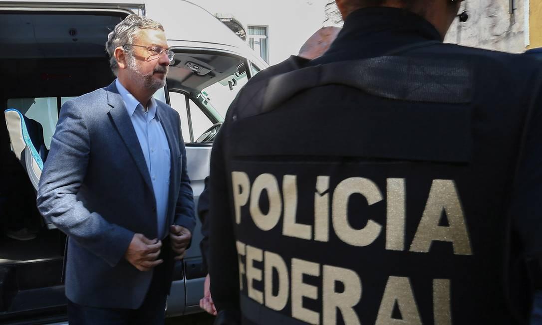 O ex-ministro Antonio Palocci é preso em São Paulo, no dia 26 de setembro de 2016, na 35ª fase da Operação Lava-Jato Foto: Geraldo Bubniak / Agência O Globo