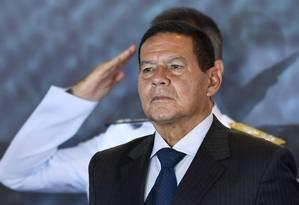O vice-presidente Hamilton Mourão durante de cerimônia de troca de comando da Marinha Foto: Evaristo Sá/AFP