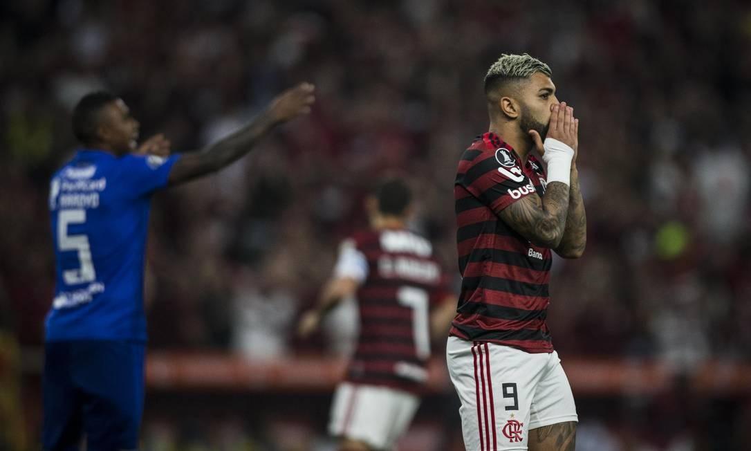Flamengo pressionou muito o Emelec, especialmente no primeiro tempo Foto: Guito Moreto / Agência O Globo