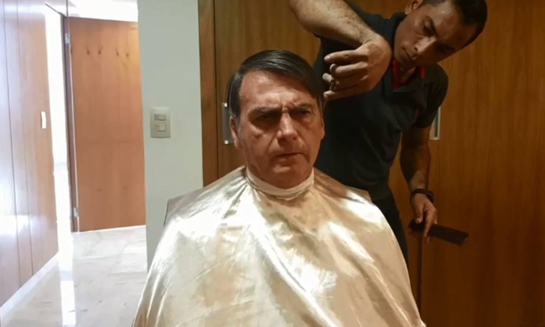 Bolsonaro desmarca reunião com o chanceler da França e vai cortar o cabelo Foto: Reprodução