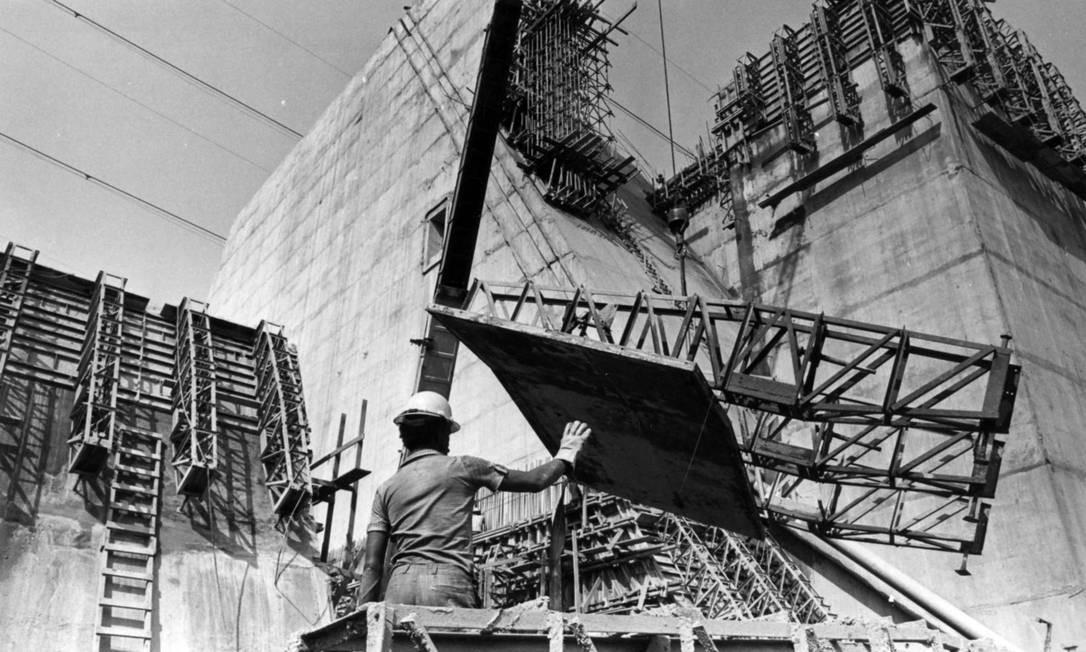 Construção da usina hidrelétrica de Itaipu, em 20 de outubro de 1979 Foto: Antonio Nery / Agência O Globo
